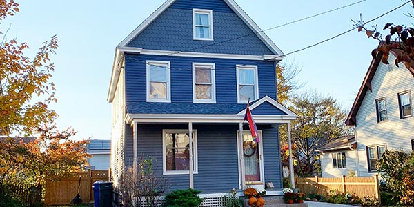 service-vinyl-siding-craftsman-home-with-beautiful-siding-600x300